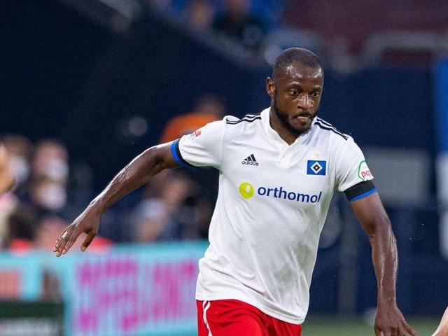 Möglicher Rassismus-Vorfall: Anzeige von Fan:Schalke prüft Rufe gegen HSV-Profi Kinsombi