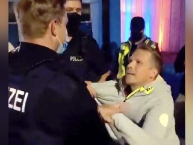 In Schleswig-Holstein - Oliver Pocher wird von der Polizei abgeführt