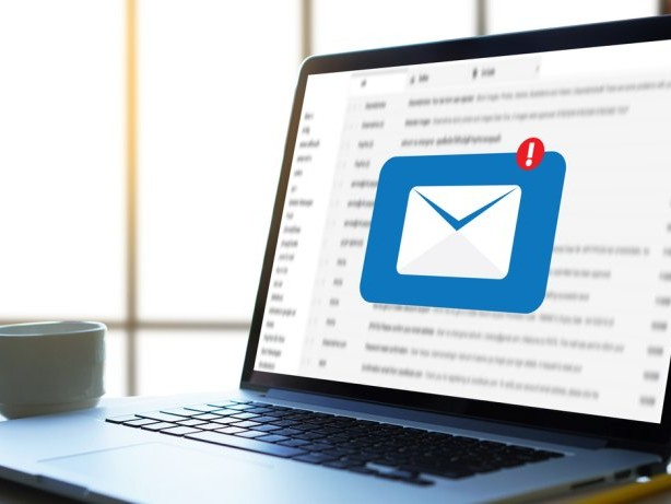 So kannst du eine falsch adressierte Mail zurückrufen