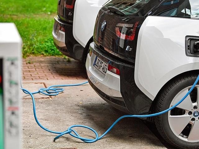 E-Auto-Laden: Schuko-Steckdose, Verlängerung, Hausstrom, 230V Sicherer & schneller laden! Wallbox oder Ladestation statt Schuko-Steckdose