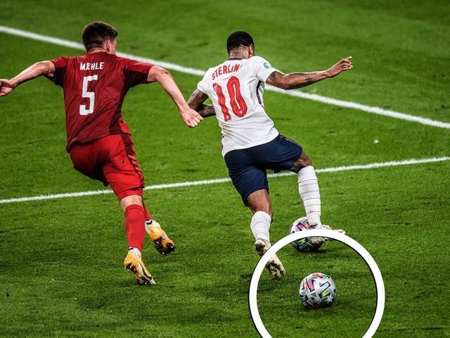 Zweiter Ball im Spiel vor England-Elfmeter: Hätte Makkelie unterbrechen müssen?