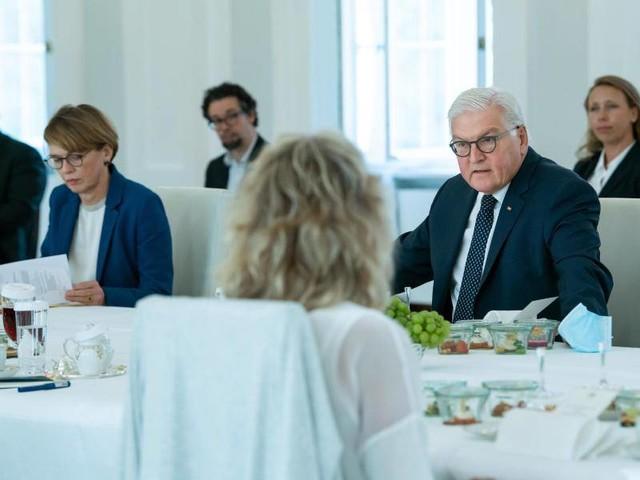 """""""Erfolge nicht gefährden"""": Steinmeier lädt zum Dialog im Kampf gegen Corona"""