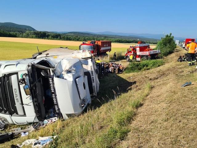 Nach Lkw-Unfall auf A2: 20 Tonnen Gemüse im Graben