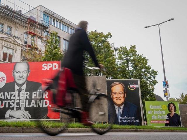 Wahltag: Bundestagswahl beginnt - knapper Ausgang erwartet