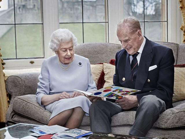 Queen Elizabeth und Prinz Philip: Bunte Geschenke zum 73. Hochzeitstag