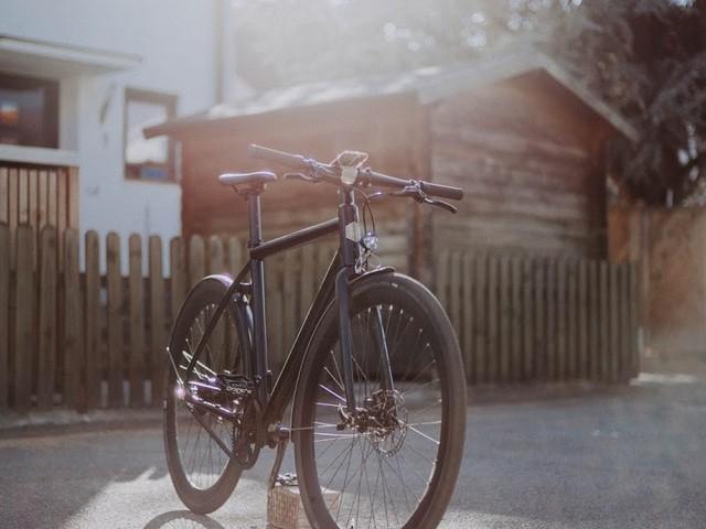 AMPLER HAWK E-Bike in Singlespeed Look und App-Konnektivität