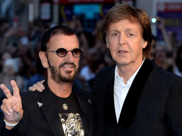 Paul McCartney und Ringo Starr spielen live gemeinsam Beatles-Klassiker
