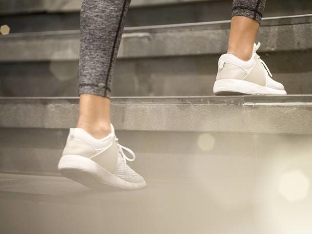 Achtung, Bakterien: Darum solltest du Schuhe niemals ohne Socken tragen