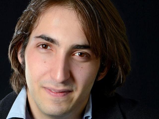 Yoel Gamzou in Stuttgart: Zwei Hemden und ein Blumenstrauß