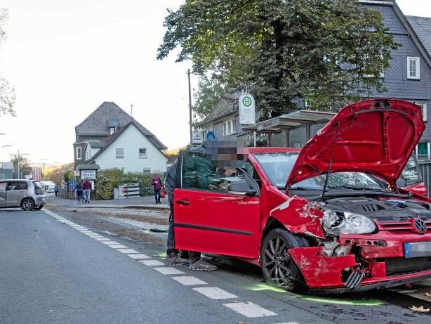 Unfall: Siegen-Geisweid: Fünf Verletzte bei Kollision beim Überholen