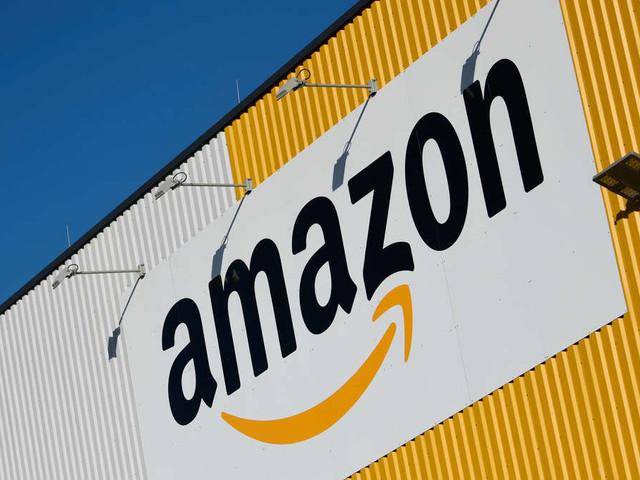 """Skandal-Angebote bei Amazon entdeckt: Christbaumschmuck ist """"verstörend und respektlos"""""""