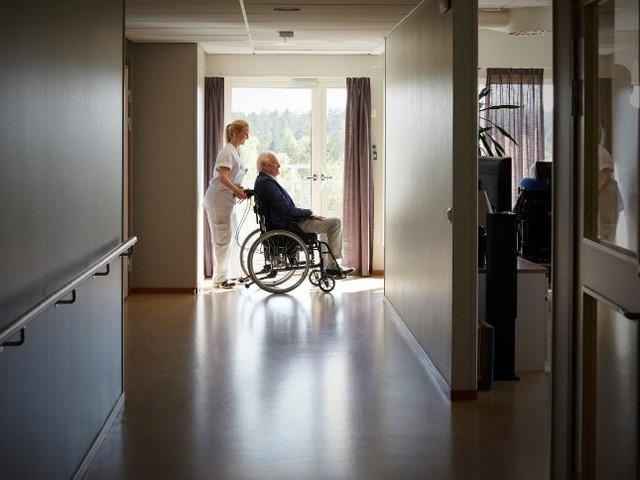 Gesetz für mehr Lohn: Jetzt geht der Streit um die Pflege richtig los
