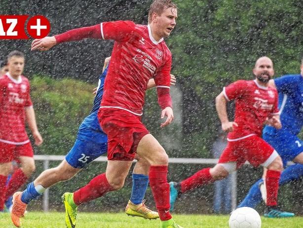 Fußball Testspiel: TuS Hattingen unterliegt U23 der SSVg Velbert im Regenguss
