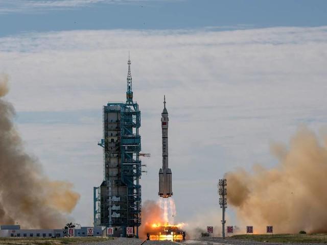 Chinesische Astronauten fliegen zu neuer Raumstation