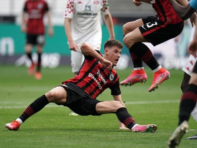 Saisonvorbereitung: Eintracht-Profi Ajdin Hrustic positiv auf Corona getestet