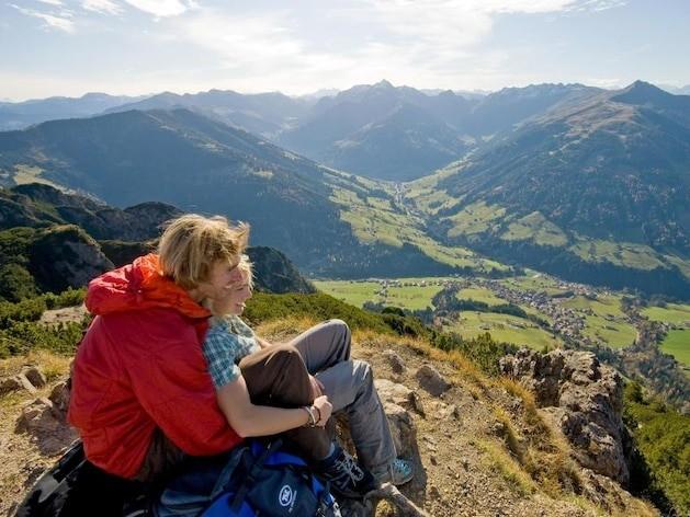 Renten-Systeme im Vergleich: Österreich - Hat Wagenknecht Recht? Warum Österreichs Rentner ein bisschen glücklicher sind als deutsche