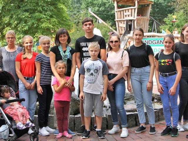 Tschernobylkinder besuchen Tier- und Freizeitpark Thüle: Kinder aus Weißrussland finden Ablenkung