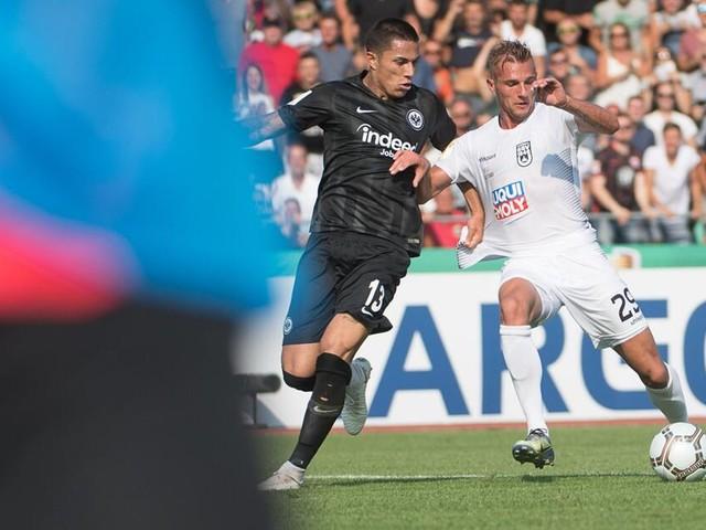 Titelverteidiger Eintracht Frankfurt blamiert: 1:2 im Pokal gegen Ulm