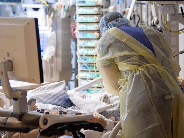 Corona in Deutschland: Mehr Tote, weniger Infizierte – RKI korrigiert Zahlen