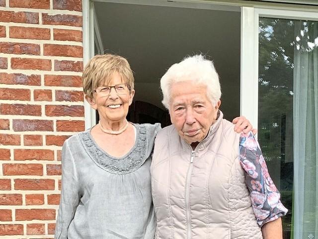 Schulfreundinnen sehen sich nach 79 Jahren wieder