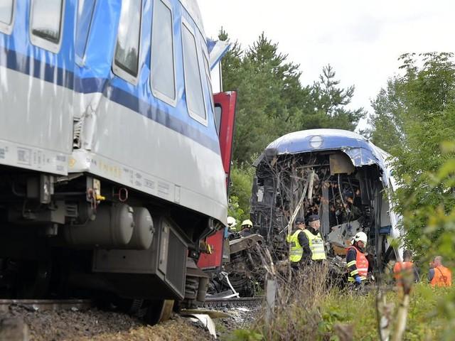 Zusammenstoß nahe der deutschen Grenze: Drei Tote und dutzende Verletzte bei Zugunglück in Tschechien