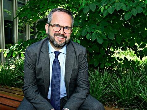 Ein Ex-Grünen Politiker soll Bayer rettenl