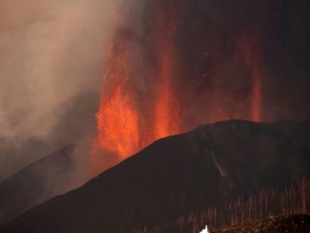 Lavastrom erreicht nach Vulkanausbruch auf La Palma das Meer