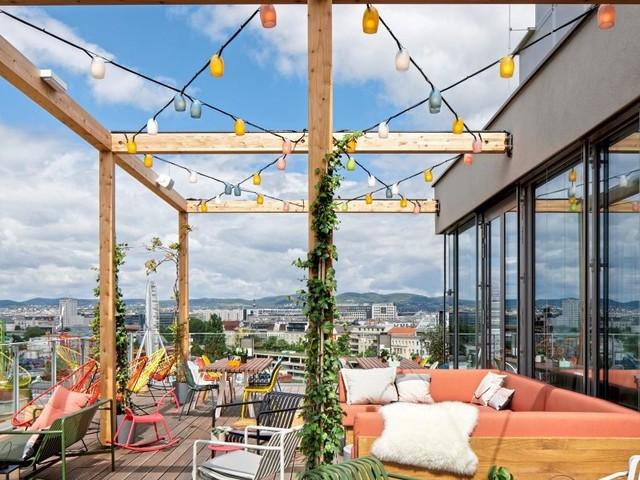 Hippe Sauerteigpizza, Hotelbar mit Aussicht und imperiale Tischkultur