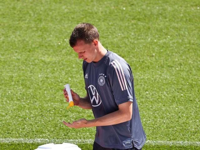 Drei müssen auf die Tribüne: DFB-Spieler ärgern sich über UEFA-Regel