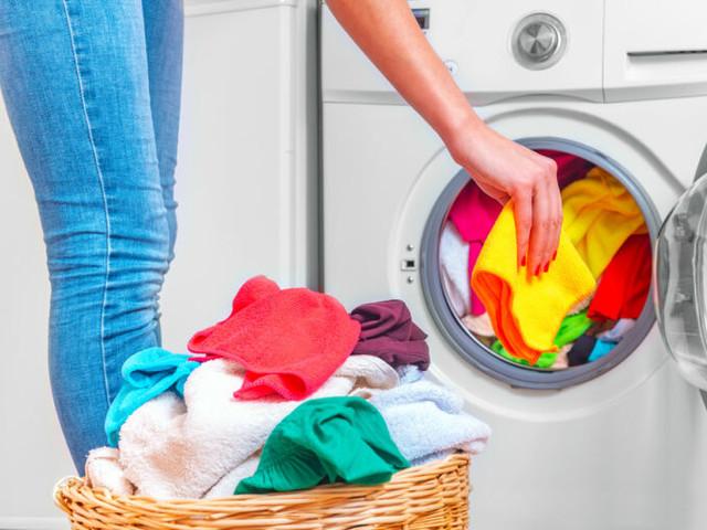 Coole Wasch-Hacks: So werden deine Klamotten wieder sauber!