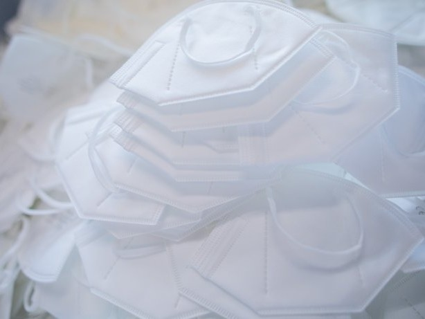 Pandemie: Corona: Drogeriekette Rossmann ruft FFP2-Masken zurück