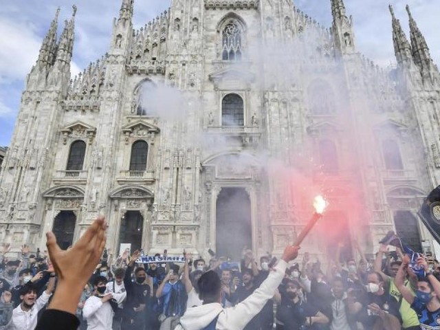 Jubel auf dem Domplatz - Inter Mailand vorzeitig Meister