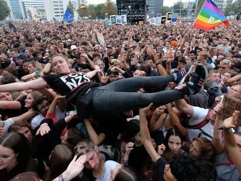 Konzert in Kopenhagen mit 50,.000 Zuschauern – maskenfrei