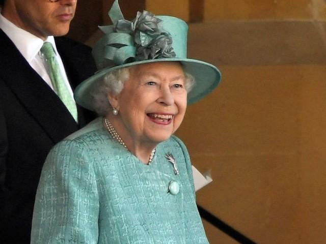 Queen Elizabeth: Sie hat ein besonderes Geschenk von Andrew, Eugenie und Beatrice erhalten