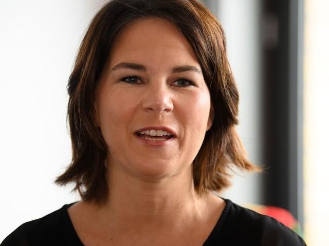 """Corona-Pandemie - Baerbock macht Ansage: Nächstes Schuljahr muss """"krisenfest"""" sein"""