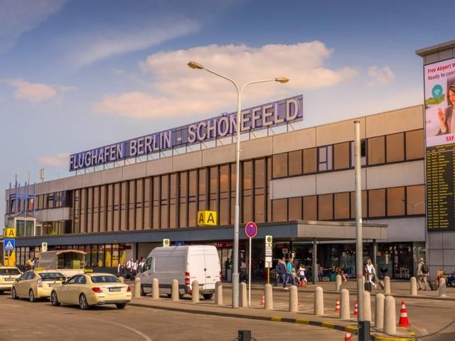 Flughafen Berlin-Schönefeld: Polizei nimmt Mann mit verdächtiger Weste fest