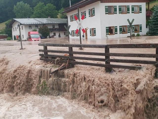 Zwei Tote im Hochwassergebiet : Schweres Unwetter trifft Österreich und Bayern