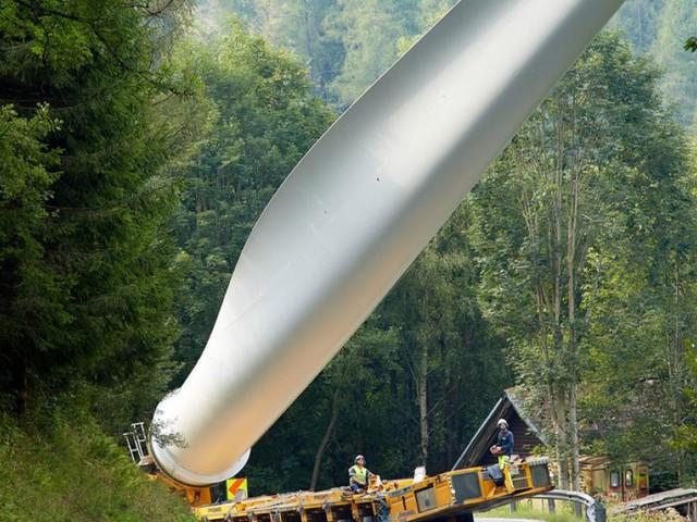 Wie 250 Meter hohe Windkraftwerke mit Schwertransportern entstehen