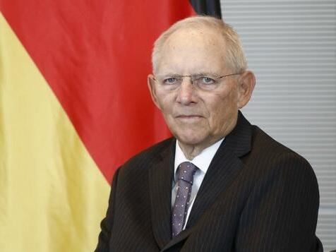 Schäuble: Wegen Merkel hat es Laschet schwer