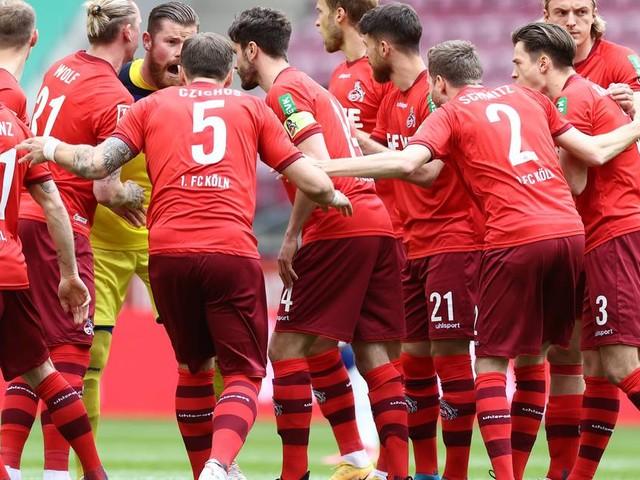 Köln schafft Relegation: Bremen steigt mit Schalke aus Bundesliga ab