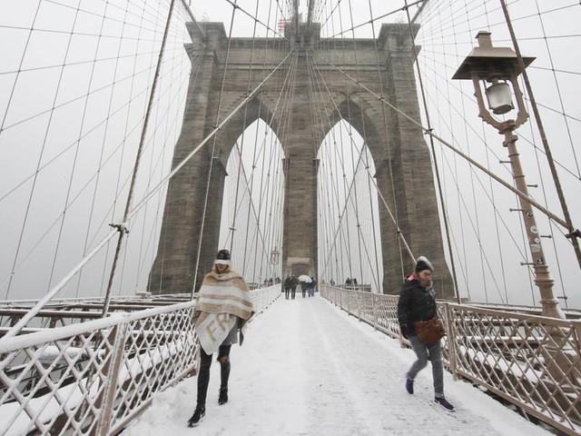 New York: Auf der Brooklyn Bridge: Klempner auf dem Heimweg redet Mann Suizidversuch aus