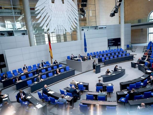 Nach Kabinettsbeschluss: Bundestag beschließt Erleichterungen für Geimpfte