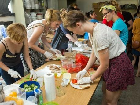 Seite 2 - Reibereien zwischen Helfern bei Flüchtlingshilfe in Berlin