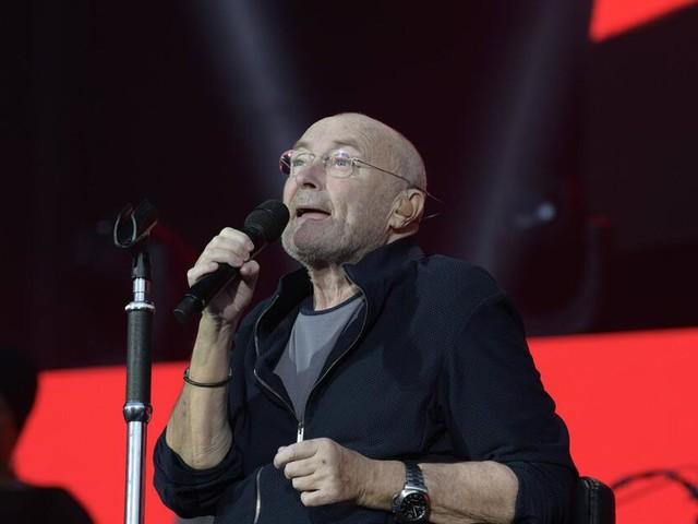 Phil Collins muss wohl unter Eid über seine Körperhygiene sprechen
