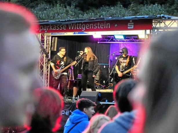 Open-Air-Rockkonzert: TuS Diedenshausen feiert neuen Platz mit Metal-Musik
