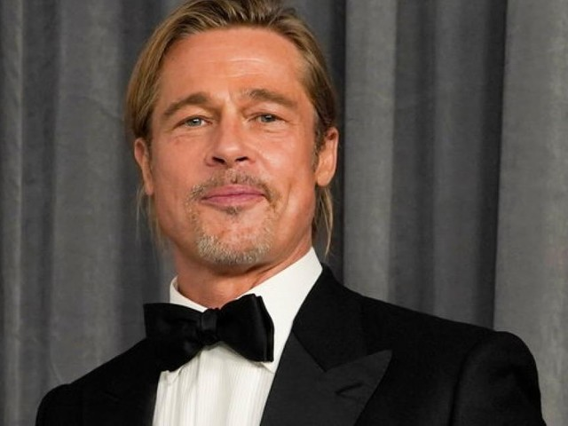 Nummern ausgetauscht: Brad Pitt beim Flirten mit dieser Sängerin erwischt