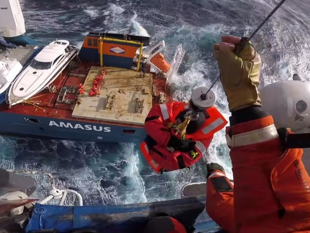 Spektakuläre Rettungsmission auf einem Frachtschiff in Norwegen