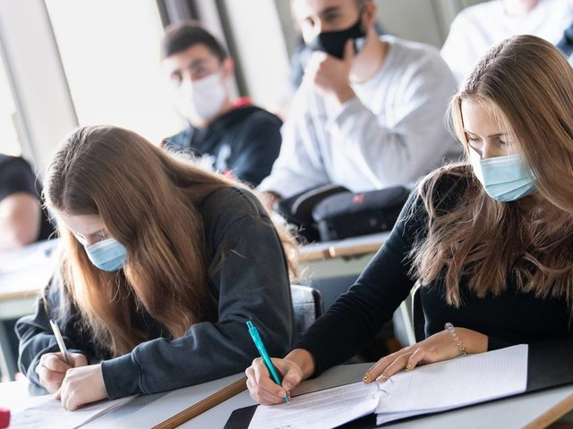 Corona-Newsblog: Lehrerverband warnt vor Durchseuchung der Schulen