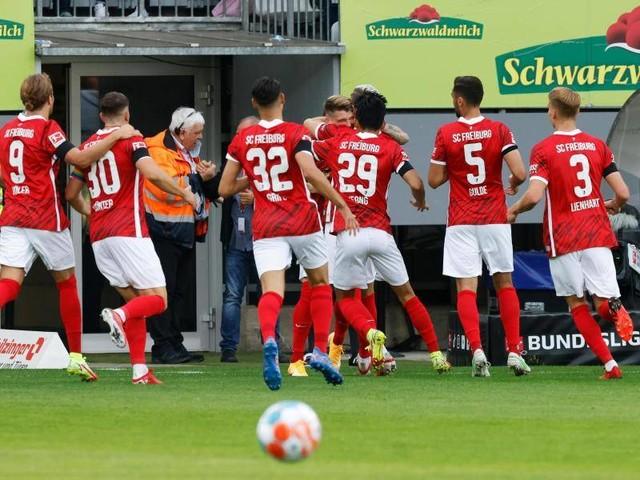 6. Spieltag: 3:0-Sieg: Freiburg feiert Abschiedsparty im Dreisamstadion
