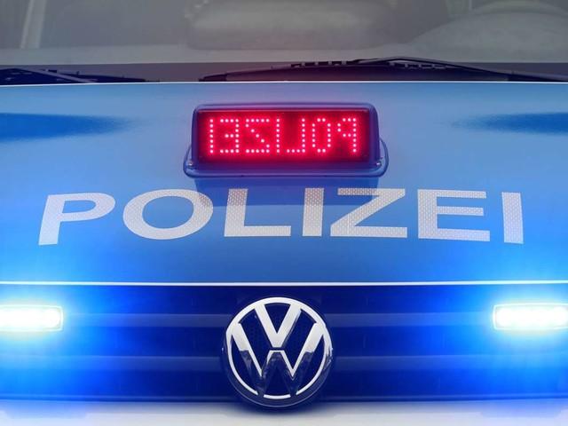 Polizeieinsatz in Aachen: Mann will Rückleuchte während der Fahrt reparieren